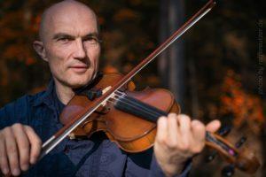 Miroslav-Portrait mit Geige