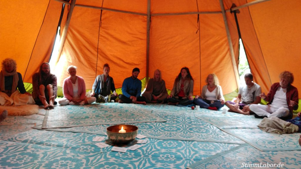 Stimm-Workshop in einem Tipi